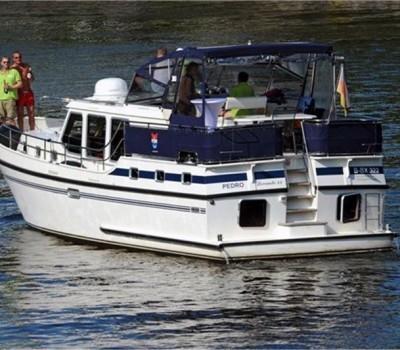Motoryacht Avalon Heckansicht