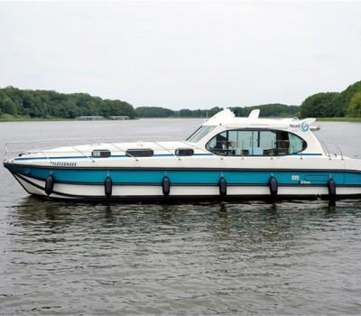 Nicols Hausboot Fleesensee Aussenansicht