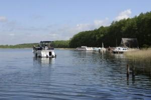 Yacht mieten an der Mecklenburger Kleinseenplatte bei Mirow an der Schlossinsel
