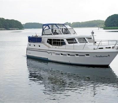 Motoryacht Little Seahorse Aussenansicht