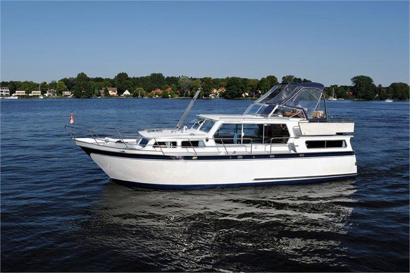 Motorboot chartern bei YCR - Proficiat 1120 GL - Octopus