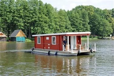 Das Bunbo Hausboot Tante Inge ist ein Bungalowboot für vier bis 6 Personen.