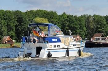 Motoryacht mieten führerscheinfrei in MV und Brandenburg mit Yachtcharter Römer