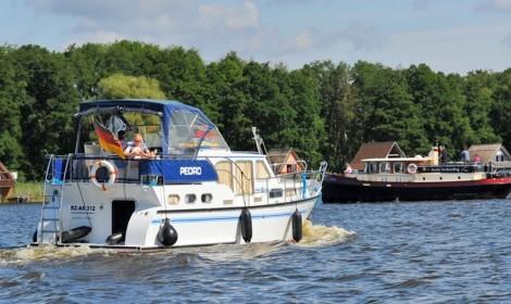 Yacht mieten für einen Bootsurlaub auf der Müritz, Mecklenburgische Seenplatte, in Brandenburg und Berlin
